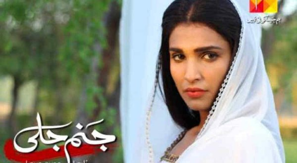 Which Pakistani Actresses Are Innocent On Screen But Sensation Off Screen001