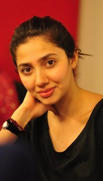 Pakistani Actress Mahira Khan Without Makeup