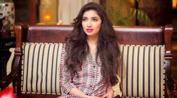 Which Pakistani Actresses Look Beautiful With Open Hair004