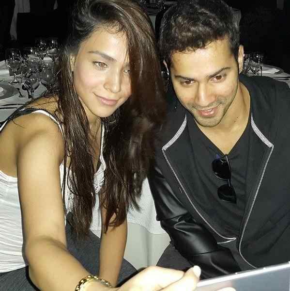Which Pakistani Celebrities Are Selfie Junkies007