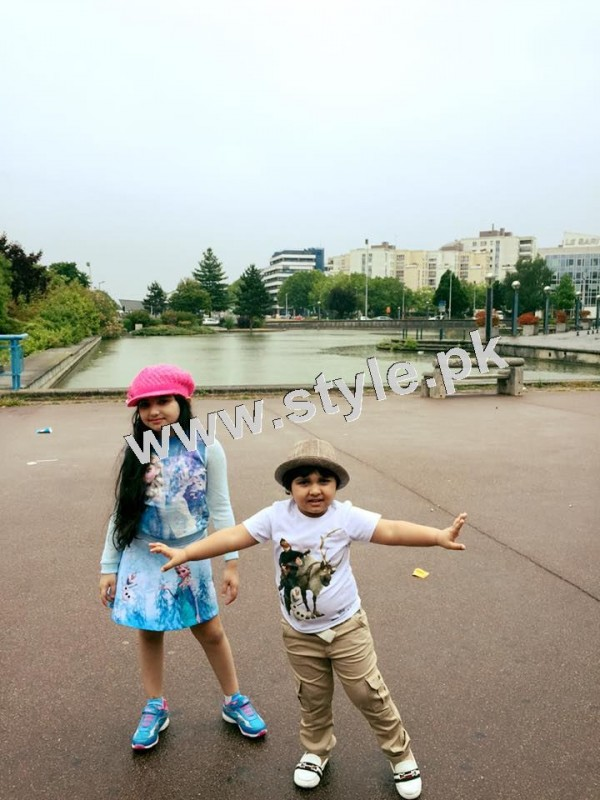 Pictures of Javeria and Saud with Family in Paris 18