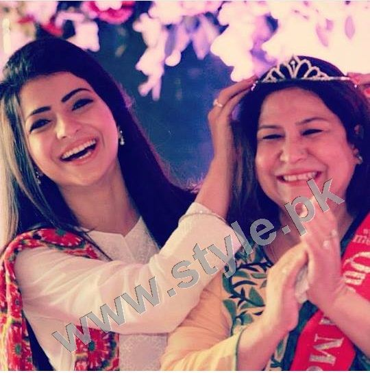 Pictures of Pakistani Celebrities with their mothers