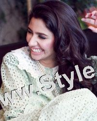 13 Pictures in which Mahira Khan is Smiling High  (12)