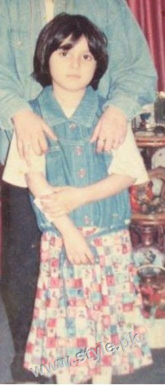 Childhood pictures of Ayeza Khan 10