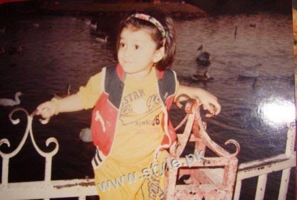 Childhood pictures of Ayeza Khan 4