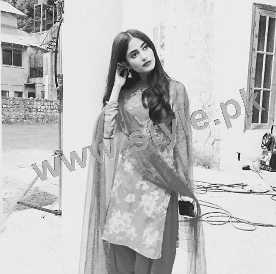 Clicks of Sajal Ali and Feroze Khan during shooting of drama GuleRana (9)