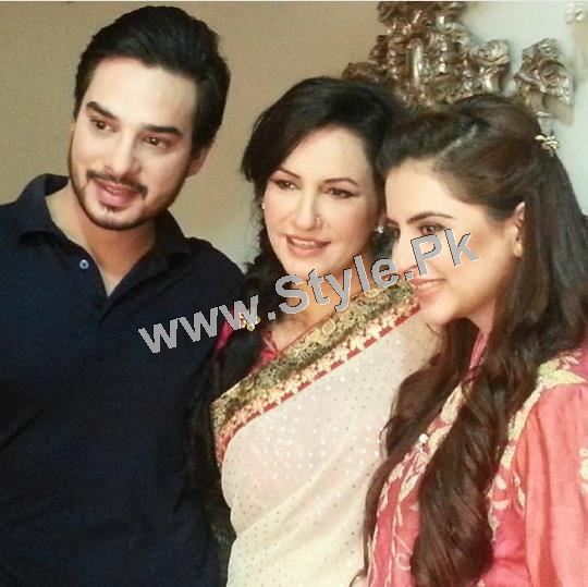 Fatima Effendi and Kanwar Arsalan are appearing as couple in a TVC (2)