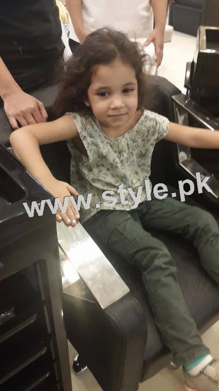 Pictures of Fahad Mustafa's daughter while having a haircut 3