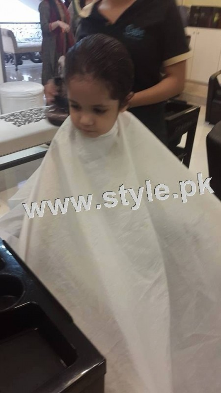 Pictures of Fahad Mustafa's daughter while having a haircut 8