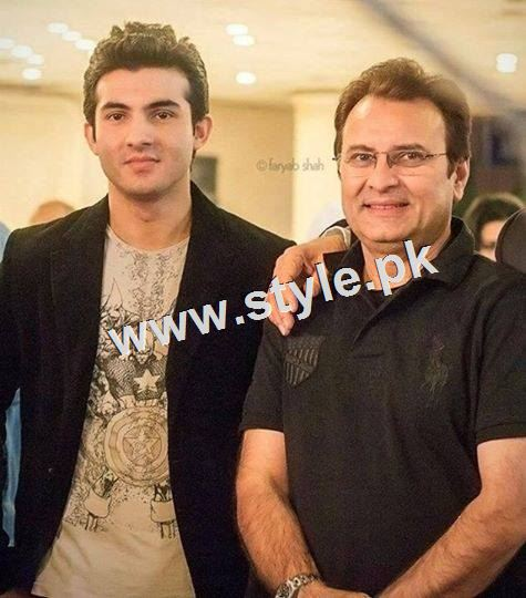 Pictures of Pakistani celebrities with their fathers 9