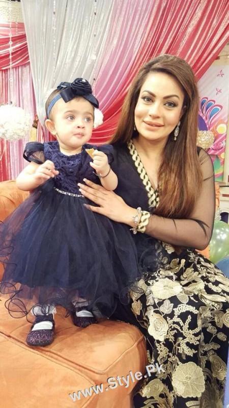 Sadia Imam Celebrated her daughter's birthday in Good Morning Pakistan (8)