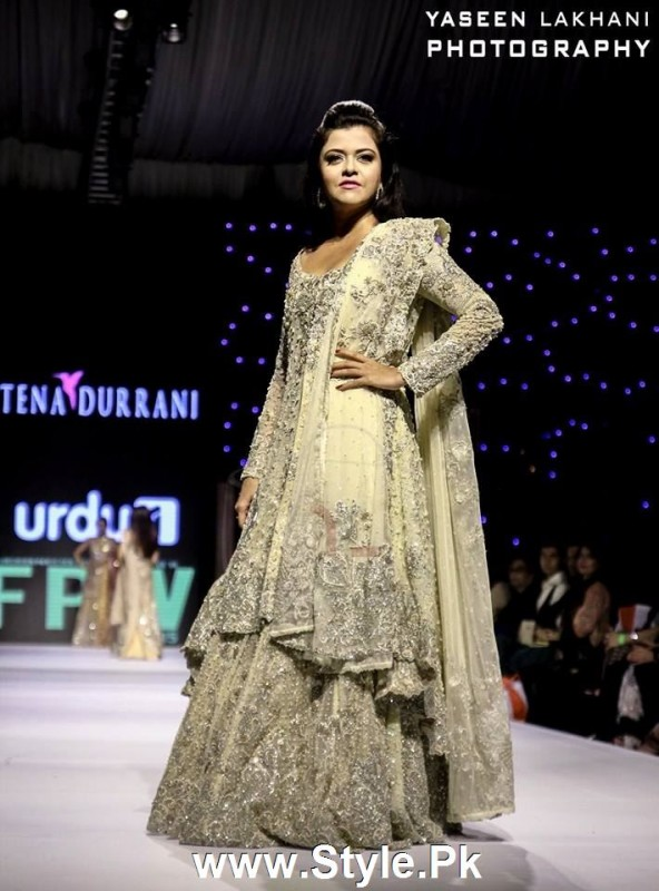 Classy Looks of Pakistani Models on FPW15 Day 1 (11)