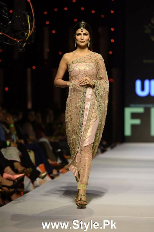 Classy Looks of Pakistani Models on FPW15 Day 1 (2)