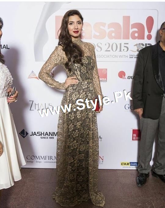 Mahira Khan and Varun Dhawan are winners of Masala Awards 2015 (3)