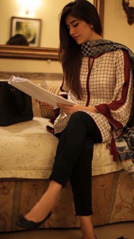 Saira yousuf makes comeback with drama Zartasha (3)
