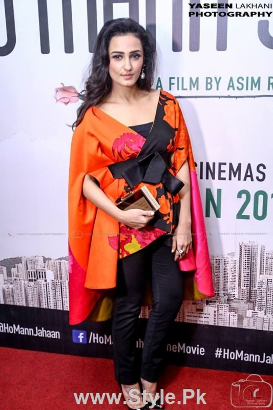 Celebrities at the Karachi Premiere of Ho Mann Jahan (11)