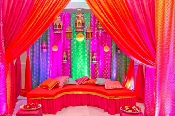 Mehndi Decoration Ideas 2016-red