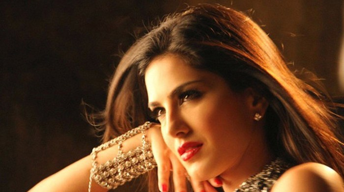 Sunny Leone beats all Bollywood celebrities