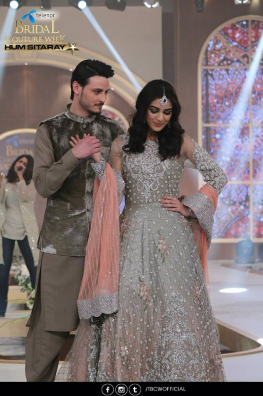 The beautiful couple Maya Ali and Osman Khalid Butt romanced on ramp (5)