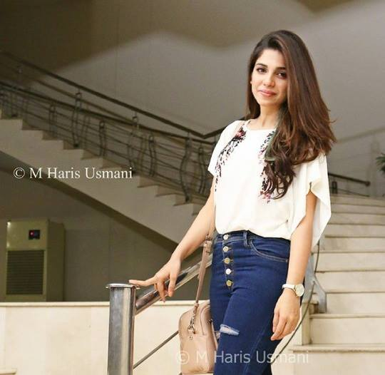 Latest Photoshoot of Sonya Hussain and Noor Hassan for Kisay Chahun (4)