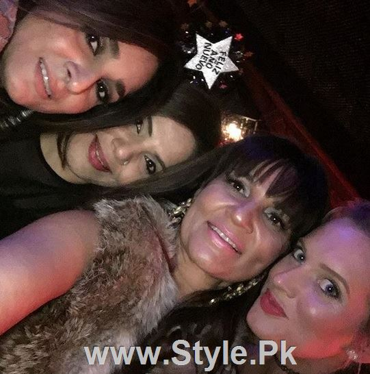 Pictures of Pakistani Celebrities on New year's Eve (17)