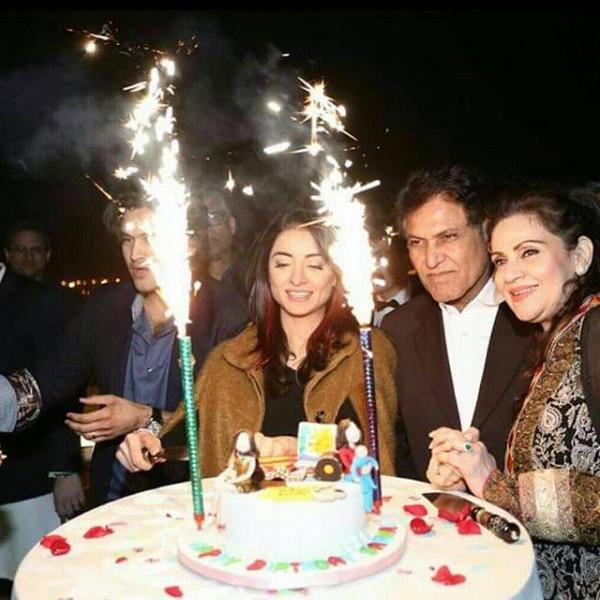 Sarwat gilani celebrated her Birthday- fire