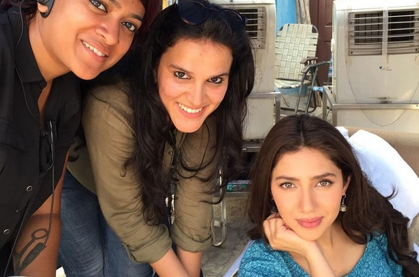 See Pictures of Mahira Khan and SRK on the set of Raees