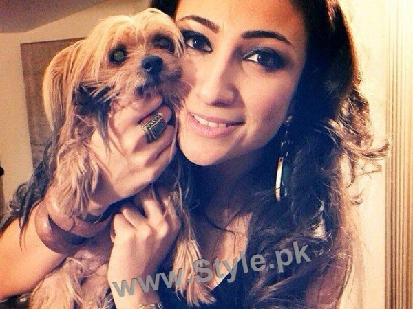 Pictures of Pakistani Celebrities with their pets (9)
