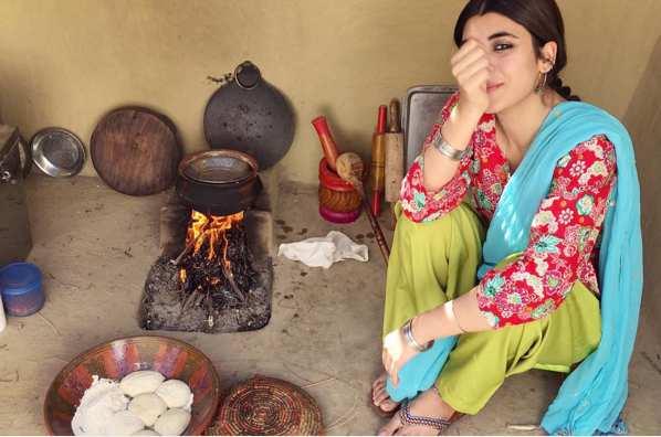 Pictures of Urwa Hozane from the set of Udaari. urwa