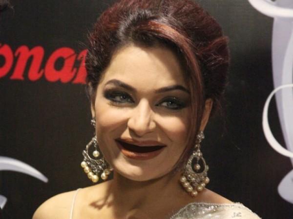 actress Meera funny