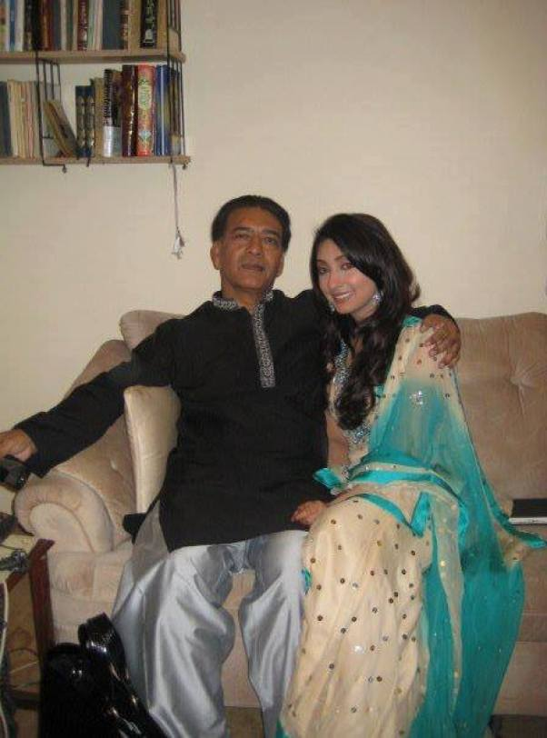 ayesha khan father