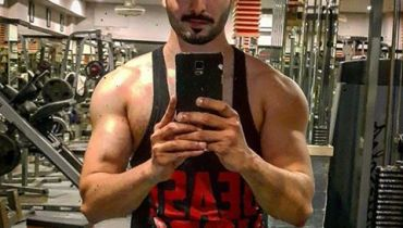 See Danish Taimoor Surprised his fans by taking a GYM Selfie