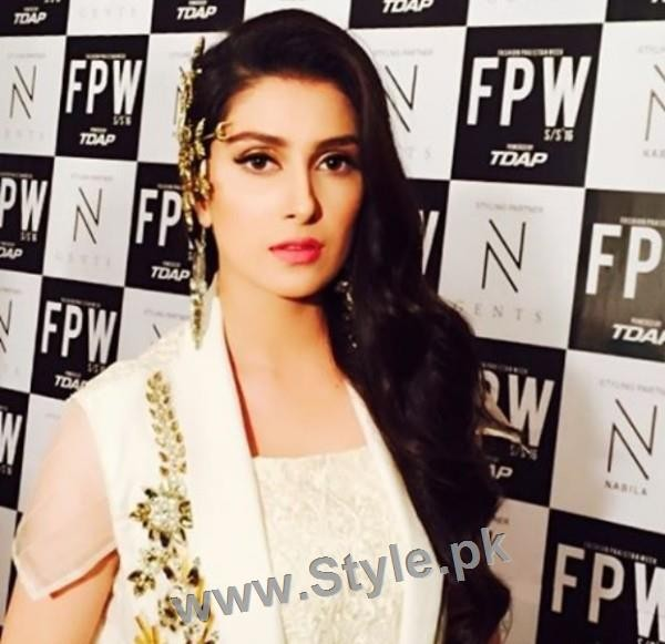 Looks of Pakistani Celebrities at FPW'16 Day 1 (17)