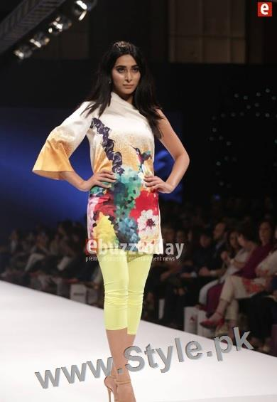 Looks of Pakistani Celebrities at FPW'16 Day 1 (9)
