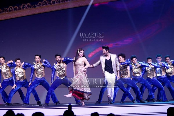 Pictures of Pakistani Celebrities during performance at ARY Film Awards 2016 (8)