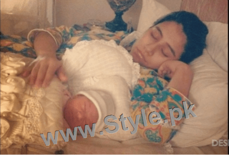 Pictures of Pakistani Celebrities when they are asleep (1)