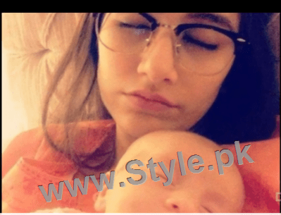 Pictures of Pakistani Celebrities when they are asleep (12)