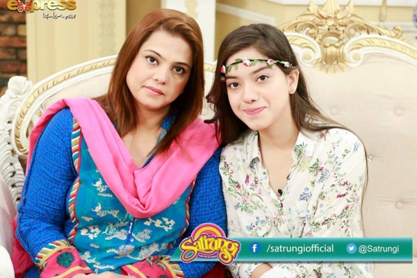 See Recent Pictures of Arisha Razi with her Mother
