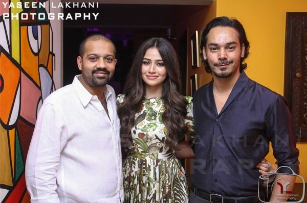 Sana Javed is an actress who has many close friends in Industry (18)