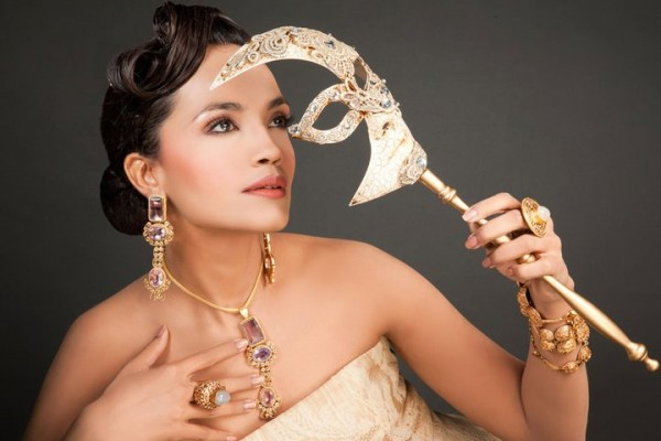 Aamina Sheikh In Strapless Dress