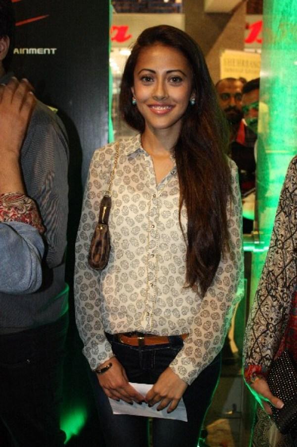 Ainy Jaffri without makeup