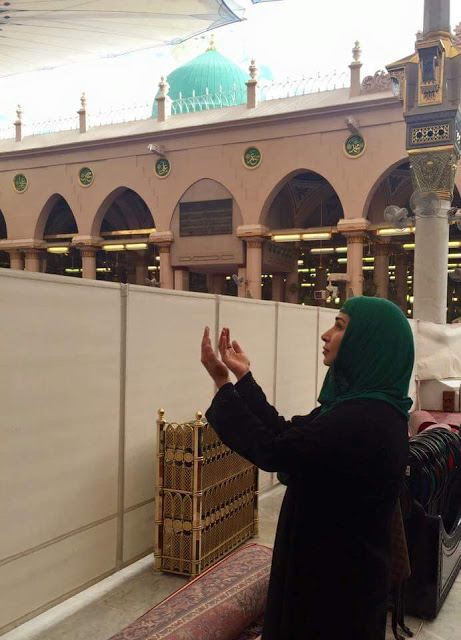 Film Star Reema performed Umrah (2)