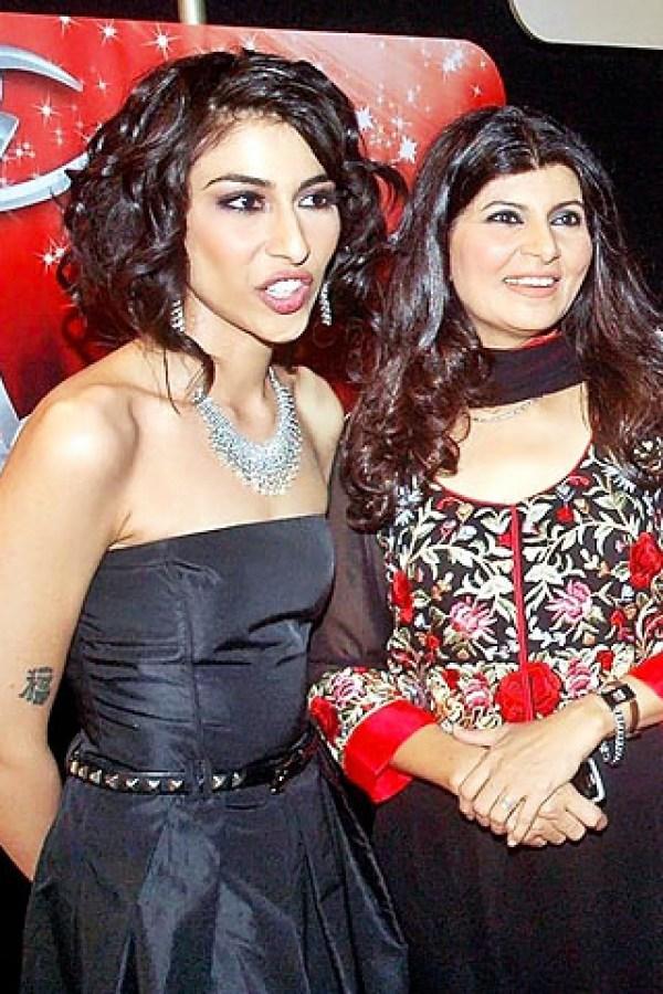 Meesha-Shafi-In-Strapless-Dress