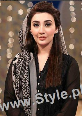 Ayesha Khan and Sumbal Iqbal before and during Ramzan Transmission (2)