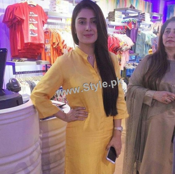 Ayeza Khan at the launch of Andy Birds (4)