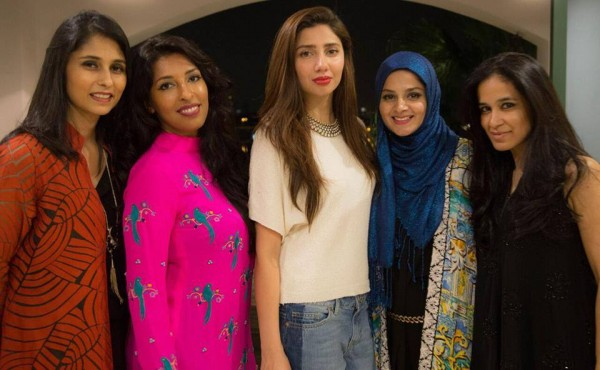 Mahira Khan in Singapore with her fans (3)