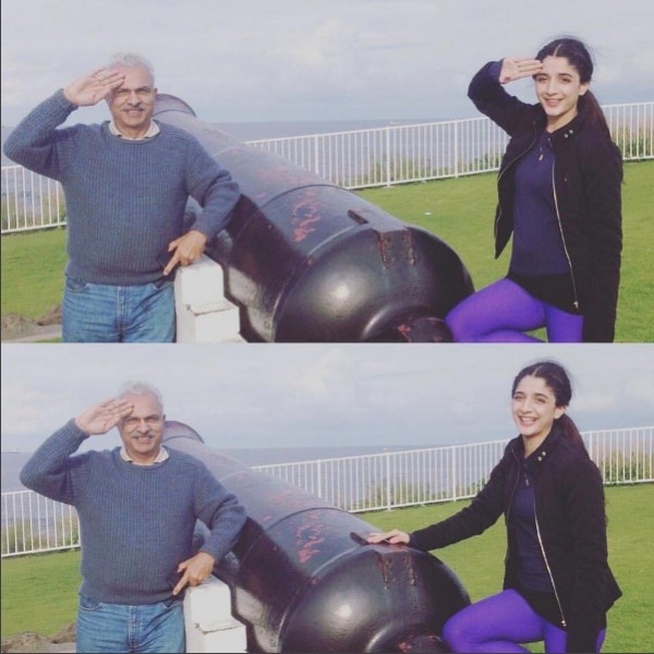 Mawra Hocane With her Father 1