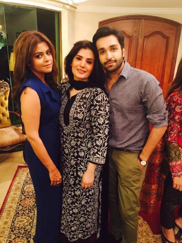 Pakistani Celebrities Enjoying Sehri together (2)