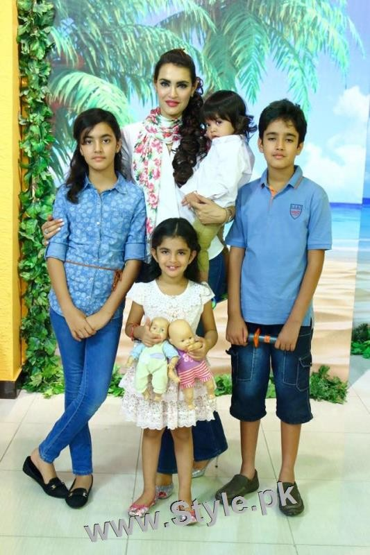 Recent Pictures of Nadia Hussain with all her four kids (5)