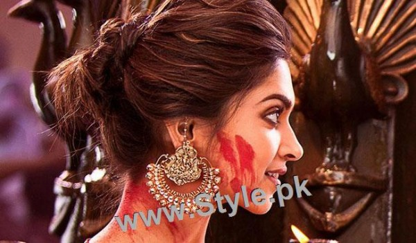 Top 10 Hairstyles you need to copy from Deepika Padukone (4)